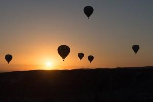 hot-air-ballooning-436444_640
